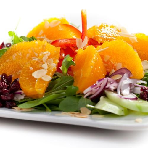Śniadanie - sałatka z soczystych pomarańczy z migdałami